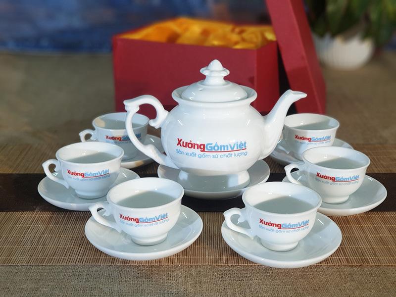 Bộ trà sứ trắng làm quà tặng in logo AT-21