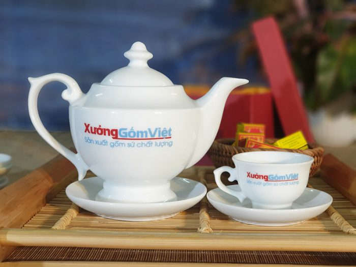 Bộ trà sứ trắng in logo làm quà tặng AT-04